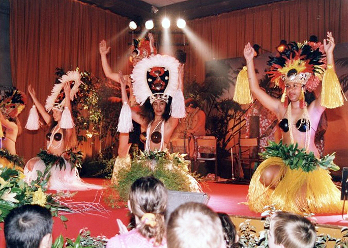 2001-AVRIL-ELECTION-DE-MISS-PAYS-DES-BUIS-AVEC-TAHITI-SHOW-1
