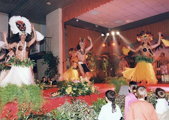 2001-ELECTION-MISS-PAYS-DES-BUIS-AVEC-TAHITI-SHOW-1