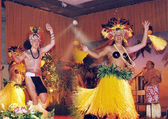 2001-ELECTION-MISS-PAYS-DES-BUIS-AVEC-TAHITI-SHOW