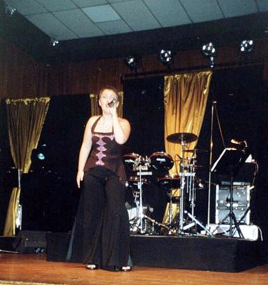 2006--OCTOBRE-Alexandra-Micalaudie----SOIREE-CABARET-ET-DANSANTE-Salle-des-Castors-2-(2)